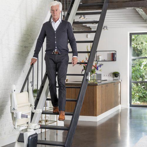 1100-men-walking-downstairs